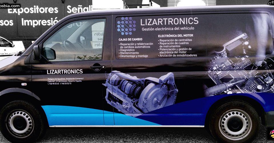 Vinilo impreso con imagen corporativa para rotulación en vehículos